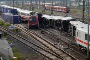 140 - Mannheim İstasyonu'nda Tren Kazası - TrainHero
