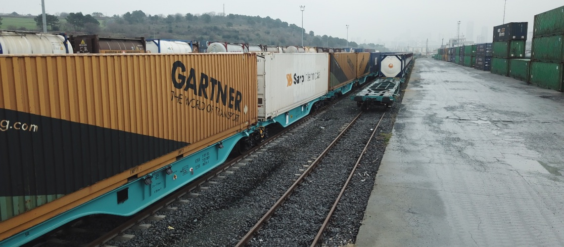 821 - Turkrail train with Sggmrs wagons